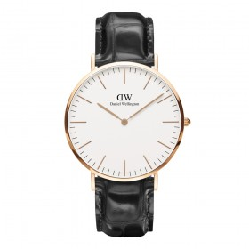 Daniel Wellington – Reading Man